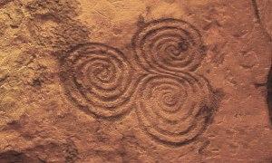tri-spiral-newgrange